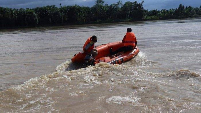 Sampan Jamhari Sempat Oleng Sebelum Tenggelam dan Hilang di Sungai Indragiri, Jasad Belum Ditemukan