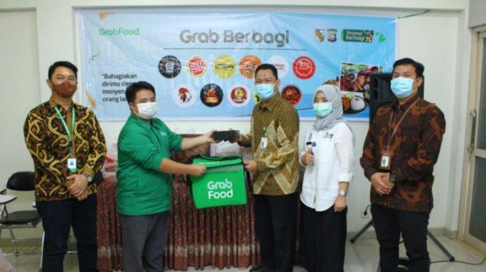 Program GrabFood 'Yuk Berbagi' Salurkan Lebih dari 200 Paket Makanan untuk Tenaga Medis RS Awal Bros