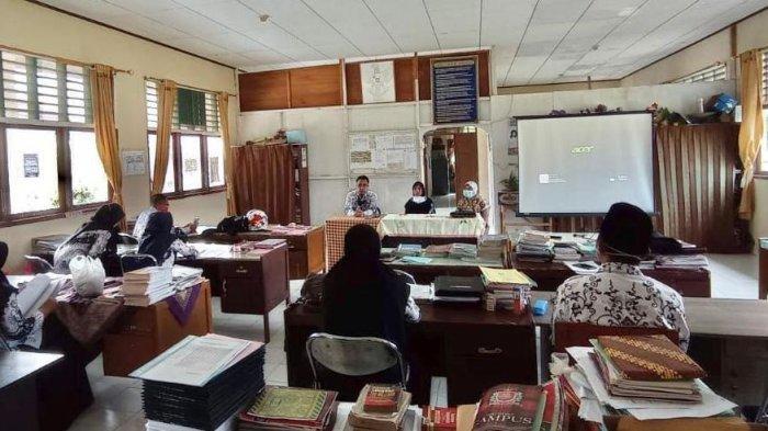 Prodi Biologi FKIP UIR Beri Pelatihan Metode Pembelajaran E-learning kepada Guru SMK