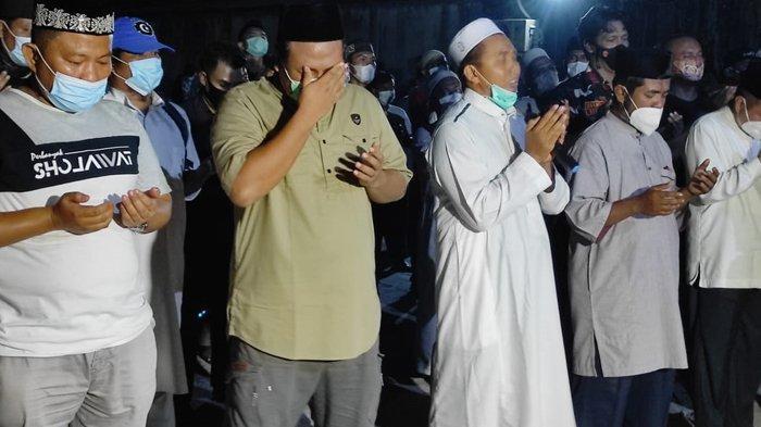 Tetesan Air Mata Melepas Jenazah Ustadz Tengku Zulkarnain, Ini Sosok Imam Sholat Jenazah Almarhum