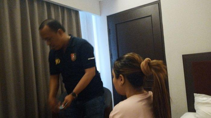 Lari Saat Digerebek di Kamar Hotel di Padang, Wanita Tanpa Busana Minta Tolong Ambilkan Baju