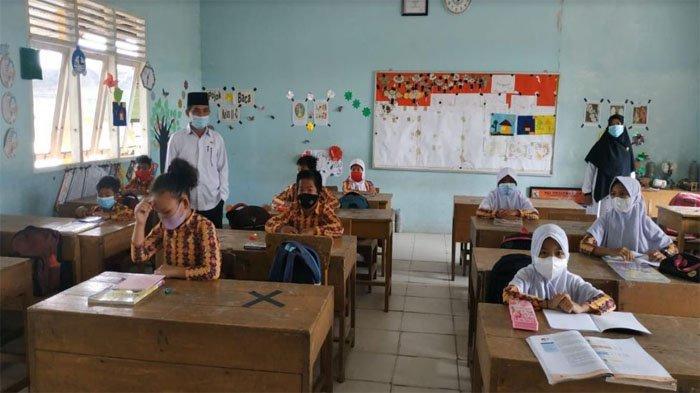 Foto: Pelaksanaan Pembelajaran Tatap Muka (PTM) terbatas di SDN 005 Desa Makmur Kecamatan Pangkalan Kerinci Kabupaten Pelalawan beberapa waktu lalu. (Ist)