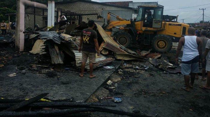 Puing-puing Sisa Kebakaran di Kuansing Dibersihkan, Korban Nginap di Tempat Saudara
