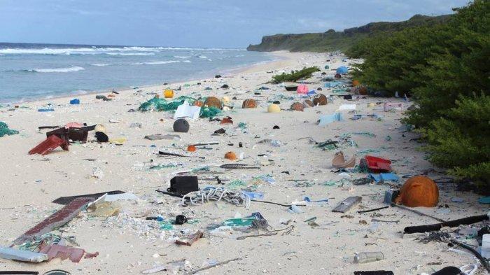 Heran, Tak Tersentuh Manusia Pulau Terpencil Ini Justru 'Sarang' Sampah, Kok Bisa?
