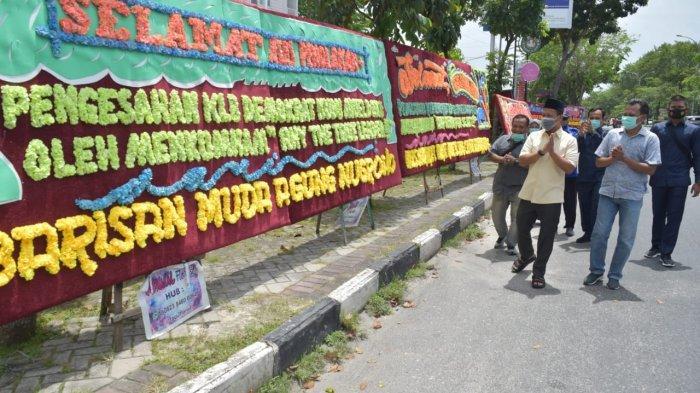 Puluhan Karangan Bunga Berdatangan ke Sekretariat DPC Partai Demokrat Pekanbaru, Ada Apa?
