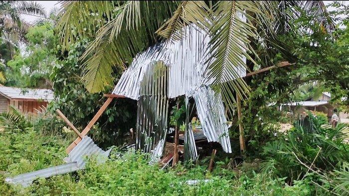 Puluhan Rumah dan Satu Sekolah Rusak Akibat Terjangan Angin Puting Beliung di Rambah Hilir Rohul