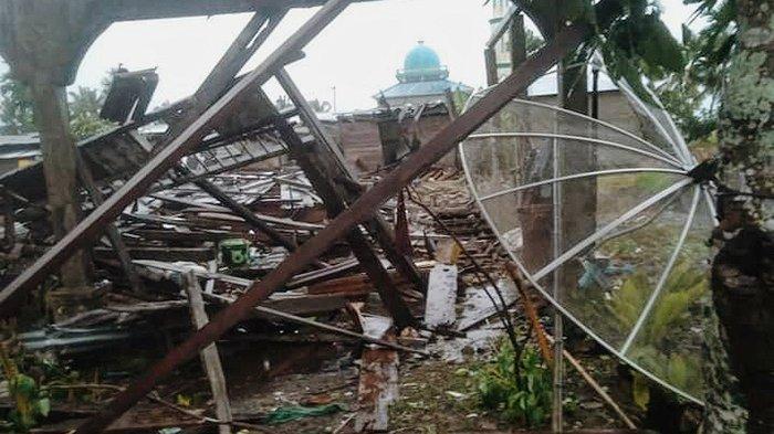 Balita 3 Tahun Meninggal Tertimpa Reruntuhan,Rumah Roboh,Angin Puting Beliung Mengamuk di Inhil Riau