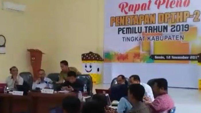 KPU Kampar Riau Bantah Potong Upah Petugas Pelipat Surat Suara