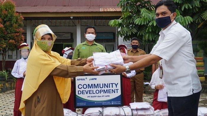 RAPP-APR Kembali Salurkan Bantuan Ribuan Seragam SD