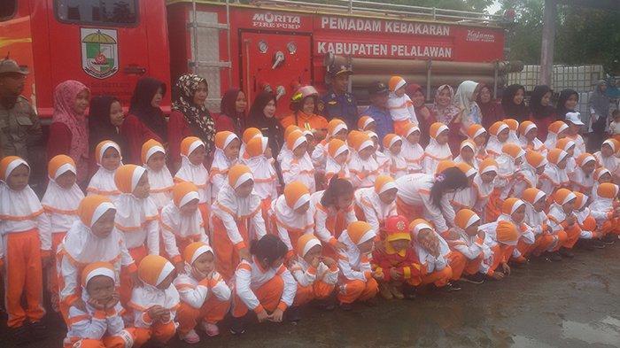 Ratusan Murid TK Tunas Bangsa Pelalawan Belajar Api di Kantor Satpol PP dan Damkar