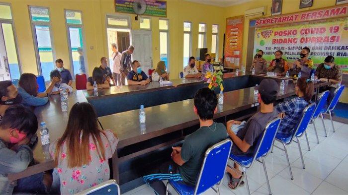 Tim Gabungan Gelar Razia Cafe Remang-remang di Pangkalan Kerinci, Amankan 10 Pelayan Hingga Speaker