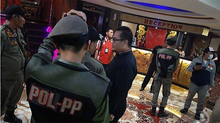 BREAKING NEWS: Pria Berbaju Kaos Tantang Kasatpol PP Pekanbaru, 'Saya Tidak Takut Kamu Ya'