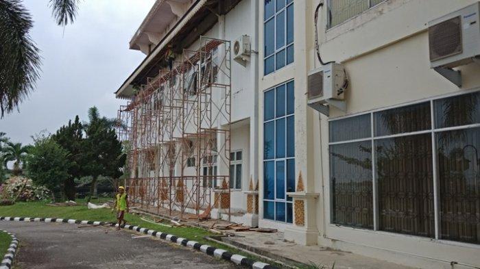 Pengerjaan Lamban, Kadis PUPR Pelalawan Ultimatum Kontraktor Rehab Gedung DPRD