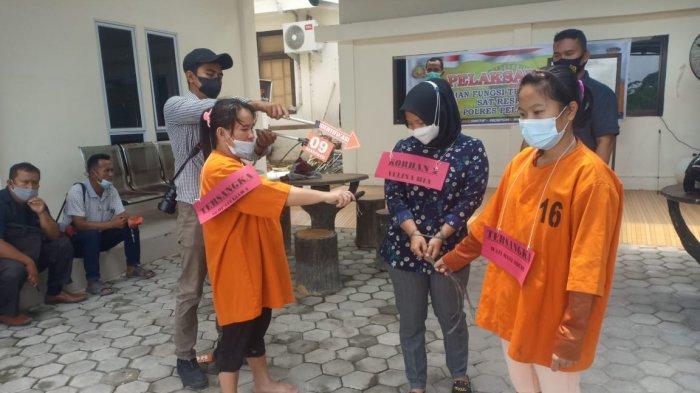 Keji,Reka Ulang Gambarkan Sadisnya 9 Pelaku Siksa Pasutri Dituduh Punya Ilmu Guna-guna di Pelalawan