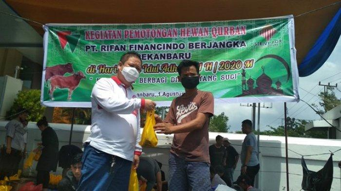 PT RFB Pekanbaru Potong Dua Ekor Sapi