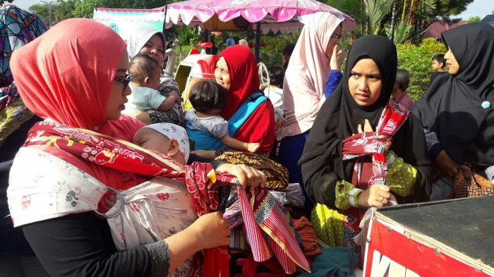 Manfaatkan Kawasan CFD, Riau Baby Weares Gelar Edukasi Cara Gendong Bayi untuk Ibu-ibu