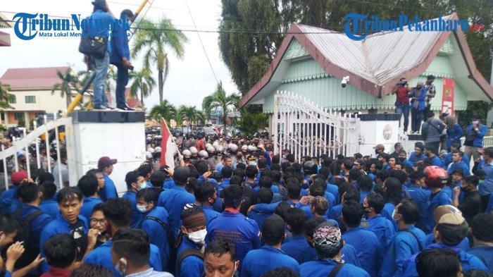 Gubernur Riau Kirim Surat ke Presiden, Sampaikan Aspirasi Penolakan UU Cipta Kerja di Riau