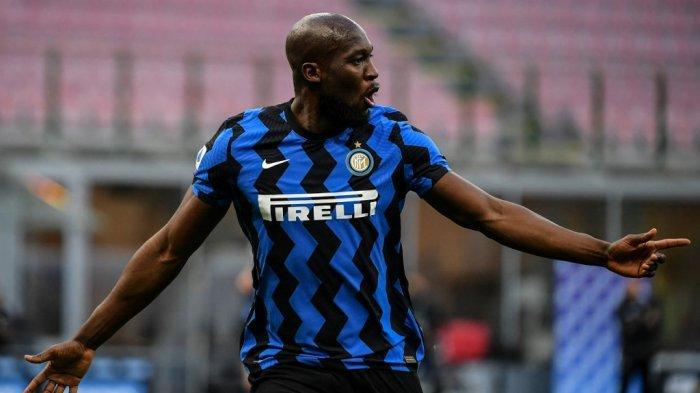 Logo Pirelli di jersey Penyerang Inter Milan Romelu Lukaku.
