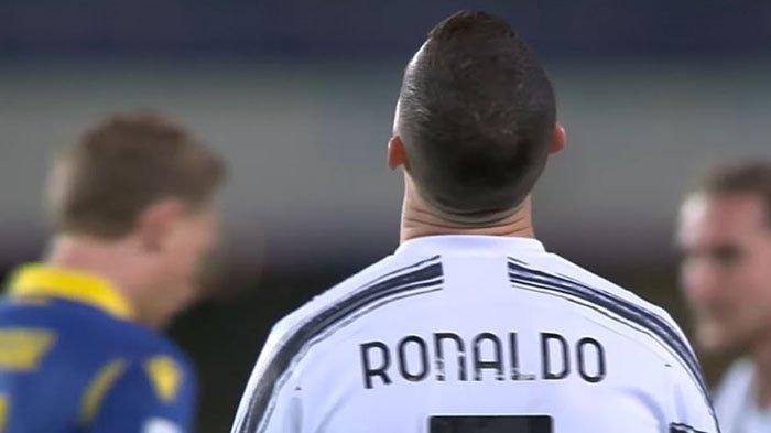 Kesal, Inilah Detik-detik Cristiano Ronaldo Gagal Cetak Gol 'Cantik' ke Gawang Genoa di Liga Italia