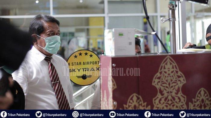 RSUD Arifin Achmad Siapkan Ruang Isolasi Buat Pasien Terinfeksi Virus Corona, Yan Prana Pakai Masker
