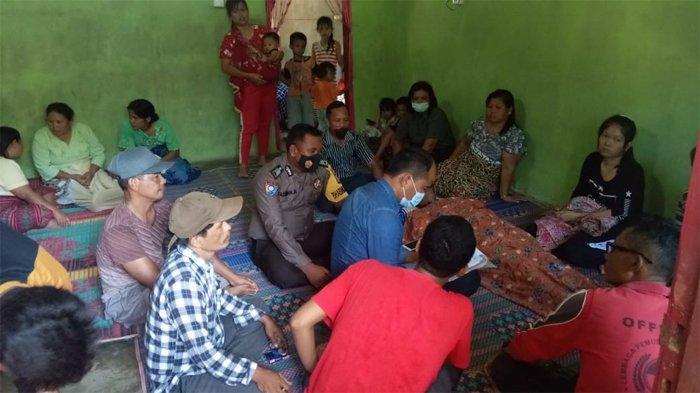 Suasana duka di rumah keluarga di Tapung Hulu Kampar