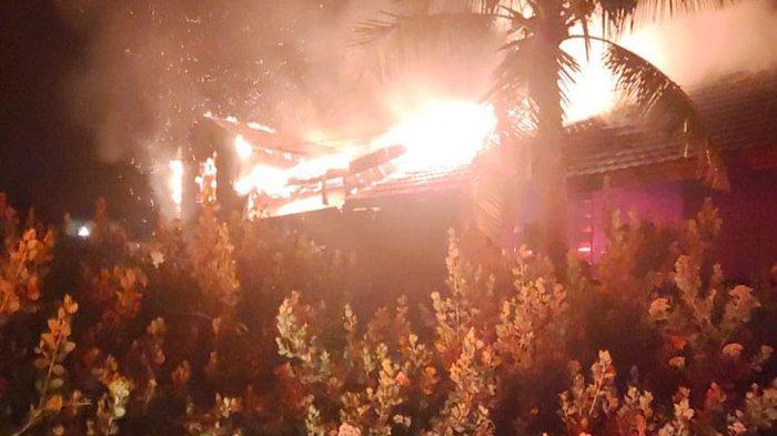 Suara Ledakan Terdengar Disusul Asap Tebal, Api Membara, Ternyata Ini yang terjadi di Rumah Kosong