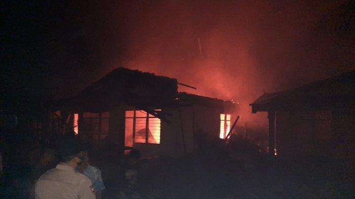 5 unit rumah di Jalan Pangeran Hidayat, Gang Tiga, Kota Pekanbaru, terbakar pada Jumat (5/3/2021) malam
