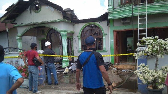 Diduga Akibat Korsleting Listrik, Rumah Dua Lantai di Pangkalan Kerinci Pelalawan Ludes Dilalap Api