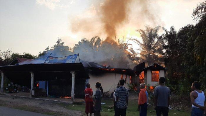 Rumah di Desa Muara Musu Rohul Hangus Terbakar, Warga Kecewa Panggilan Darurat Lambat Direspon