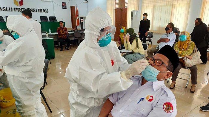 Pastikan Pengawas Bebas Covid-19, Bawaslu Riau Lakukan Uji Swab, Hasil Keluar Tiga Hari Lagi