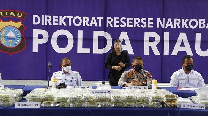 FOTO : 189 Kg Sabu dan 889 Butir Ekstasi Diamankan Polda Riau - sabu-ekspos-di-polda-dan-ekstasi.jpg