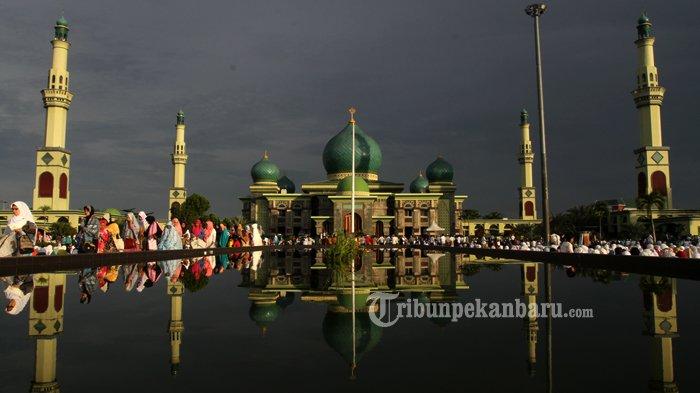 SHOLAT IED Bersama Gubri di Masjid Agung An Nur Pekanbaru, Bupati Meranti di Halaman Kantor Bupati