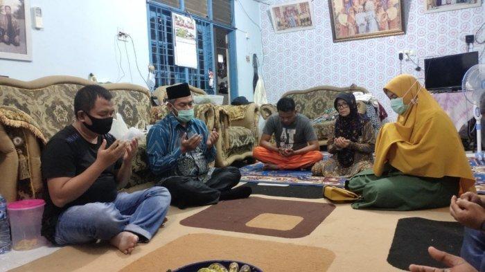 Sambangi Rumah Duka Korban Sriwijaya Air, Ketua DPRD Pekanbaru: Insya Allah Husnul Khotimah