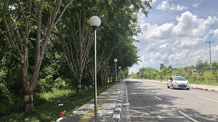 Jalan Muzaffarsyah Siak Bertabur Sampah, Potret Buruk Pedestrian Wisata di Kota Istana