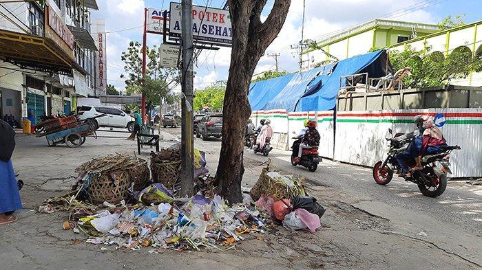 Masih Ada Tumpukan Sampah di Tepi Jalan Utama, Begini Penjelasan DLHK Kota Pekanbaru