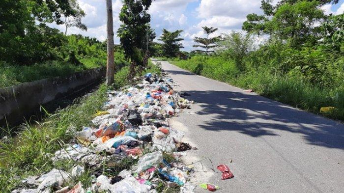Libur Lebaran, Sampah Tampak Menumpuk di Sejumlah Titik di Pekanbaru, Ini Kata DLHK