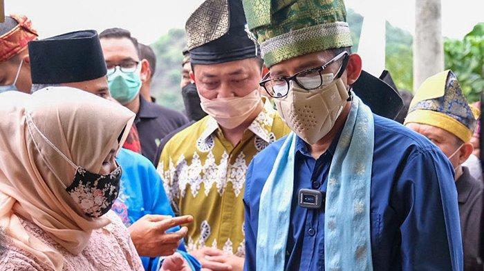 FOTO : Sandiaga Uno ke Puncak Kompe Kampar - sandiaga-lihat-hasil-kerajinan-anak-slb.jpg