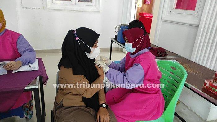 Foto : Vaksinasi Covid 19 Bagi Para Santri di Pekanbaru - santriwati-pesantren-miftahul-huda.jpg