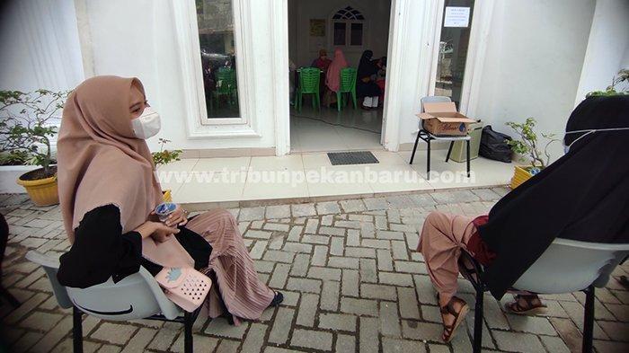 Foto : Vaksinasi Covid 19 Bagi Para Santri di Pekanbaru - santriwati-pesantren-miftahul-huda1.jpg