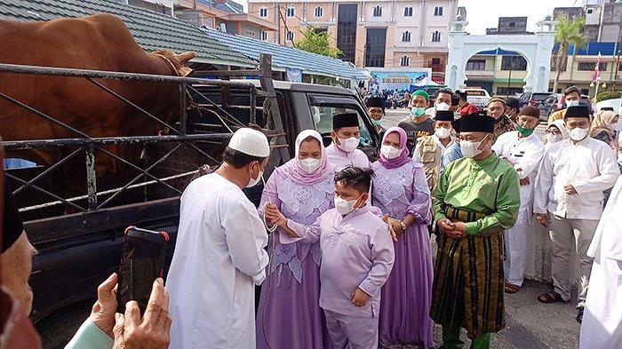 Sapi Brahman 743 Kg Jadi Kurban Bupati Bengkalis,Gelar Salat Ied di Masjid Istiqomah, Prokes Ketat
