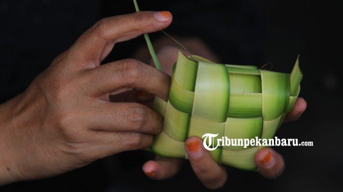 Cara Membuat Ketupat yang Mudah, Lengkap dengan Tips Agar Ketupat Tak Mudah Basi