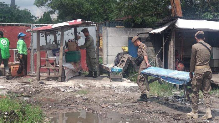 Penertiban Rumah Liar di Jalan Air Hitam, Masih Ada 20 Persen yang Belum Dirobohkan