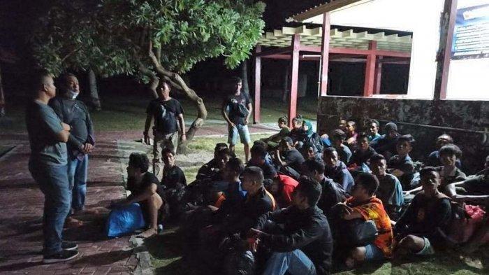 Hendak Menuju ke Malaysia, 35 TKI Ilegal Diamankan Polisi di Pantai Trikora Bintan