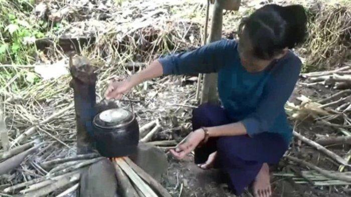 Tiba di Kampung Ditolak Warga, Satu KeluargaIsolasi Diri Jauh Dalam Hutan,Jalan ke Lokasi Ekstrim