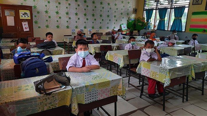 Lama Belajar Online,Saat Masuk Sekolah Murid SDN 110 Pekanbaru Tak Punya Seragam,Senang Ketemu Teman