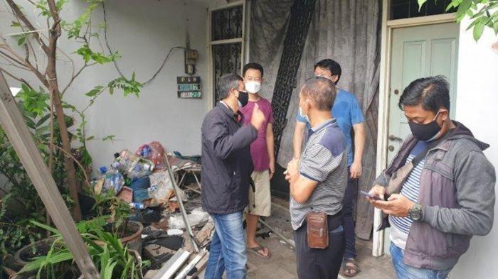 Sebuah rumah hancur diduga akibat ledakan dari kebocoran tabung gas elpiji di di Jalan Karyawan Baru, Kelurahan Sentanan, Kranggan, Kota Mojokerto.