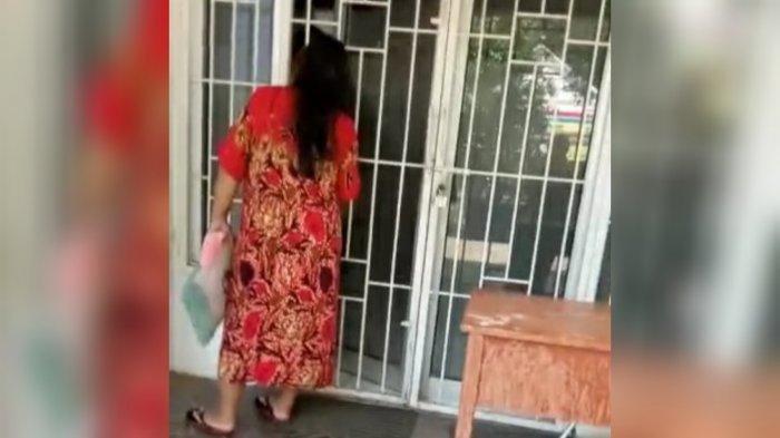 Sebuah video aktifitas petugas puskesmas yang disebut-sebut karaoke di dalam kantor puskesmas beredar luas di grup-grup WhatsApp warga Bogor.