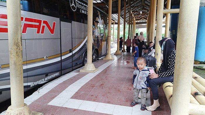 Sehari Jelang Larangan Mudik 2021, Ruang Tunggu Sepi,Pemudik di Terminal Bus BPRS Pekanbaru Menurun