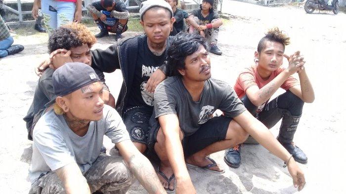 Pengendara Risih saat Didekati, Anak Punk di Simpang Tabek Gadang Semakin Menjamur