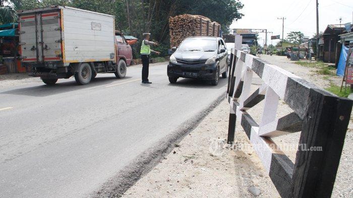 FOTO : Penyekatan Arus Mudik di Jalan Lintas Timur Riau - sekat-jalintim1.jpg